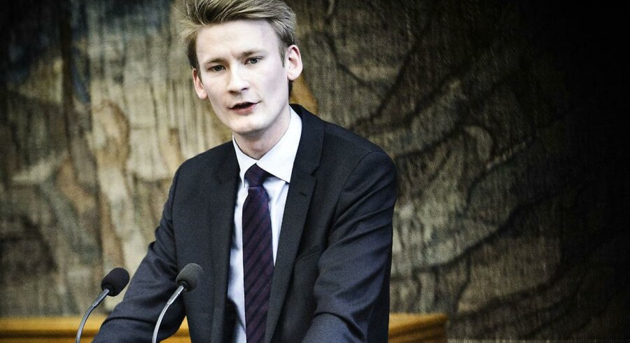 DFs Peter Kofod Poulsen (billedet) kræver sammen med Socialdemokratiets Trine Bramsen, at der bliver udpeget en bygning til politiskolen i Vestdanmark inden 1. juli.