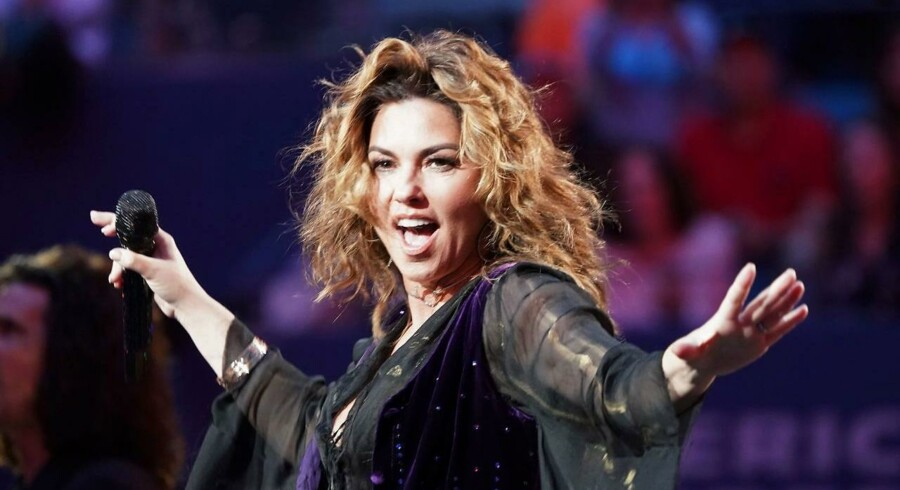 Shania Twain optræder under åbningsceremonien ved US Open Tennis Tournament 2017 i New York.