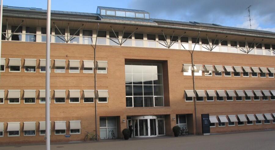 I maj sidste år blev tre tilfældige mænd beskudt med en maskinpistol i Taastrup ved København. Torsdag blev en 24-årig mand ved Retten i Glostrup idømt otte års fængsel for drabsforsøg. Arkivfoto. Per Johansen, Pressefoto, Domstolsstyrelsen