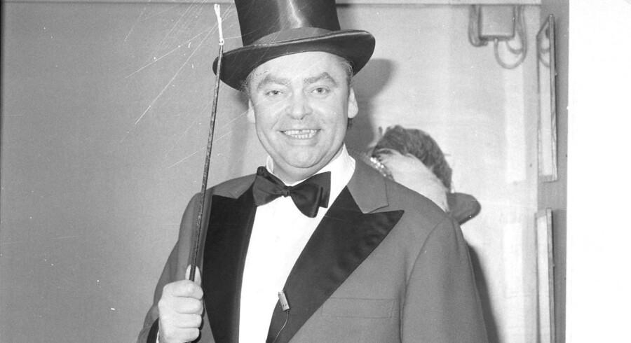 Dirch Passer nåede i sit 54-årige liv at medvirke i over 100 film, ligesom han foldede sig ud i en perlerække af monologer, sketches og revy- og teaterroller.