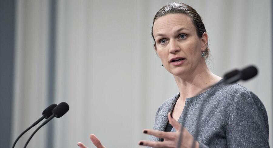 Undervisningsminister Merete Riisager (LA) undsiger nu sin ministerkollega Inger Støjberg (V).