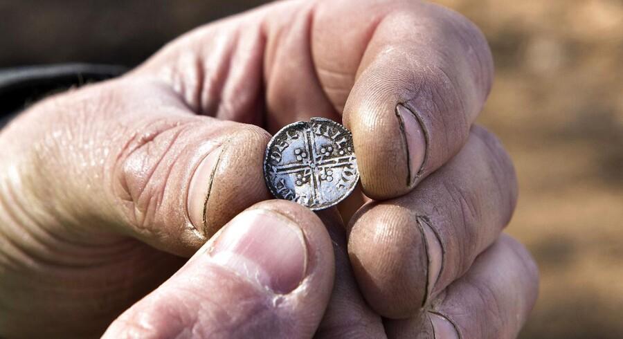 Arkæologer har fundet mønter fra Harald Blåtands tid på den tyske ø Rügen. Billedet her viser desværre ikke fundene, hvor arkæologer har fundet mellem 500-600 mønter. Over 100 af disse kan have tilhørt den tidligere danske konge.