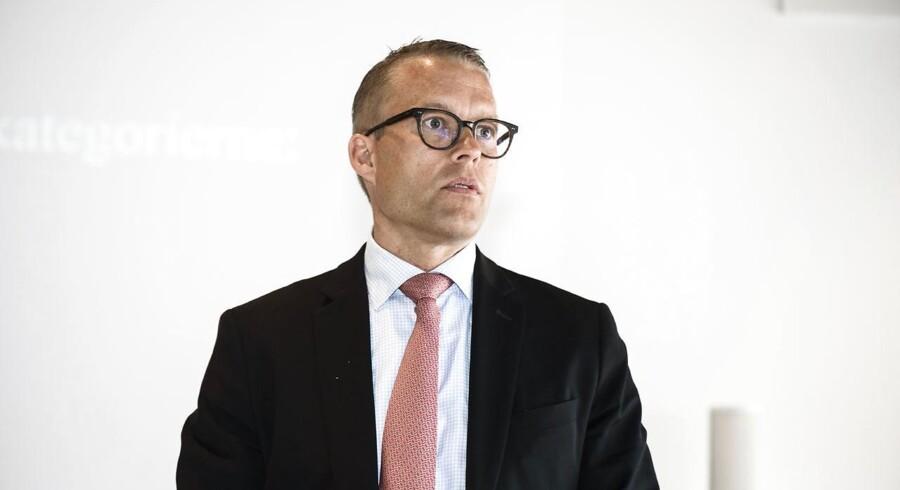 ARKIVFOTO. Et halvt år efter at være tiltrådt i vigtig stilling har topchef i Novo Nordisk sagt op. Afløseren er fundet. (se Ritzau historie 010756) Novo-kronprins knuser konkurrenterne - - Jakob Riis, direktør for Global Marketing og Medical Affairs i Novo Nordisk. modtager 1. prisen i berlingske Guldimage 2016. (Foto: NIELS AHLMANN OLESEN/Scanpix 2016)