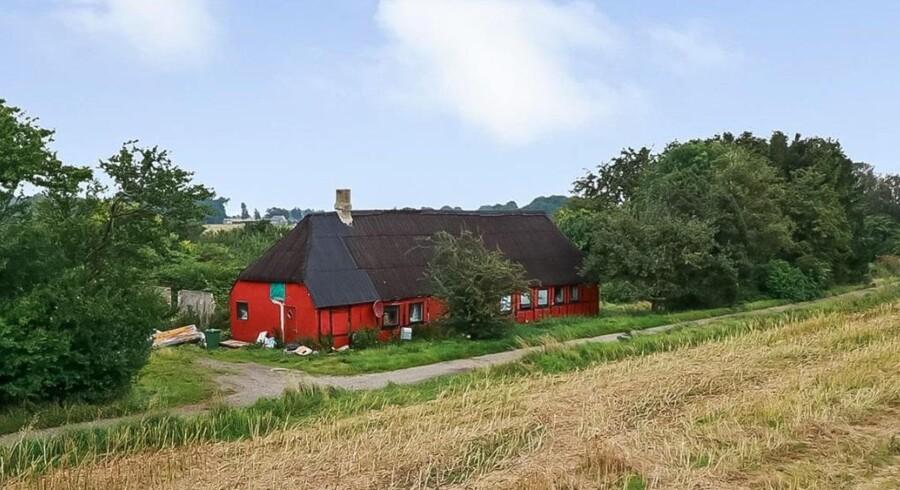 Laveste pris, discount, prismatch, kø-tilbud, slå til nu.Billedet er af ejendommen i Kværndrup.