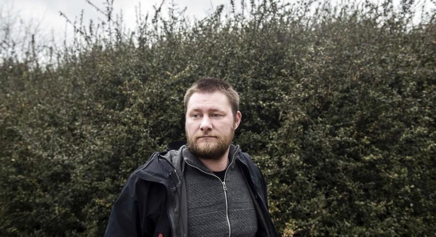 Forfatter og gymnasielærer Eskil Halberg har sagt sit job op to gange for at prøve at leve fri fra arbejde.