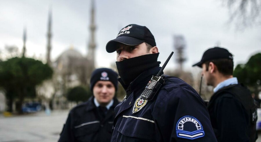 Politikens udenrigsjournalist, Claus Blok Thomsen, blev tilbageholdt af det tyrkiske politi og sendt hjem til Danmark. Nu søger man forklaring hos den tyrkiske ambassade (Arkivfoto - AFP / Bulent Kilic).