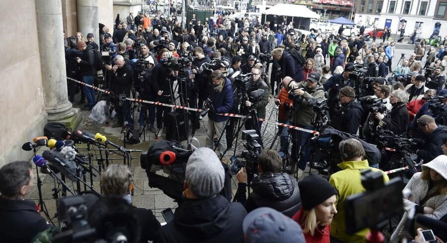 Peter Madsen er dømt for drabet på Kim Wall. Opbud foran byretten i København. (Foto: Mads Claus Rasmussen/Ritzau Scanpix)