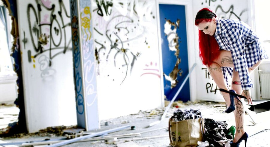Helene-Marie Blixt, dansk pornostjerne, der blev kendt i offentligheden efter at hun deltog i Klovn-filmen med Casper Christensen og da hun havde sex med 101 mænd på en dag. Helene-Marie på fotooptagelse i en nedlagt industriejendom i Glostrup.
