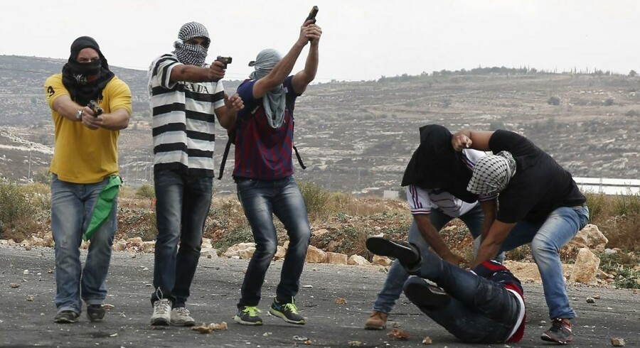 Spændingerne mellem Israel og Palæstina tager til, og blodet flyder igen i Jerusalem og på Vestbredden.Klik videre og se billederne fra de voldsomme kampe mellem unge palæstinensere og det israelske militær og politi.