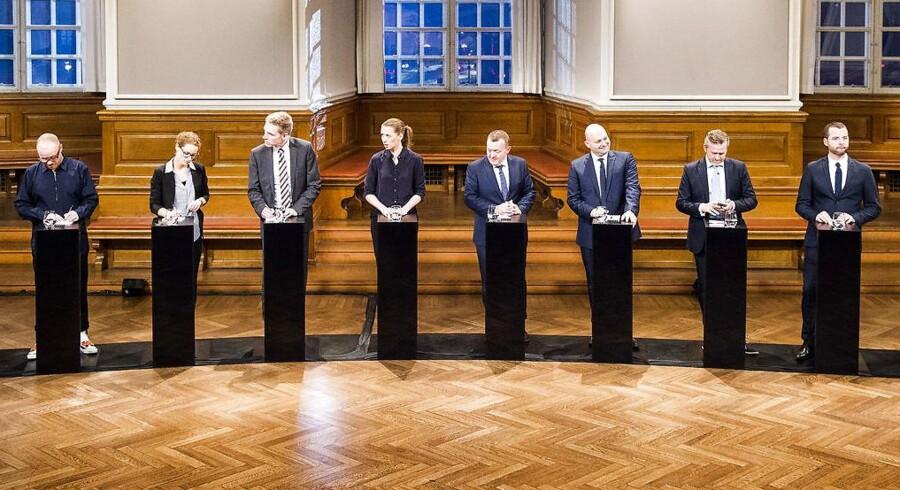 Forud for næste års Europa-Parlamentsvalg har flere partier helt i tråd med sædvanen indgået forskellige valgforbund. Alternativet og de Radikale er gået sammen i et valgforbund, og Venstre, Liberal Alliance og Det Konservative Folkeparti i et andet. Her ses et billede fra partilederrunden på dagen for Danmarks afstemning om retsforbeholdet i december 2015.