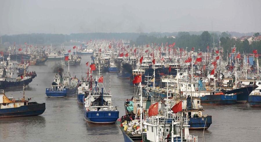 Kinesiske fiskebåde klar til fiskeri. / AFP PHOTO / STR / CHINA OUT
