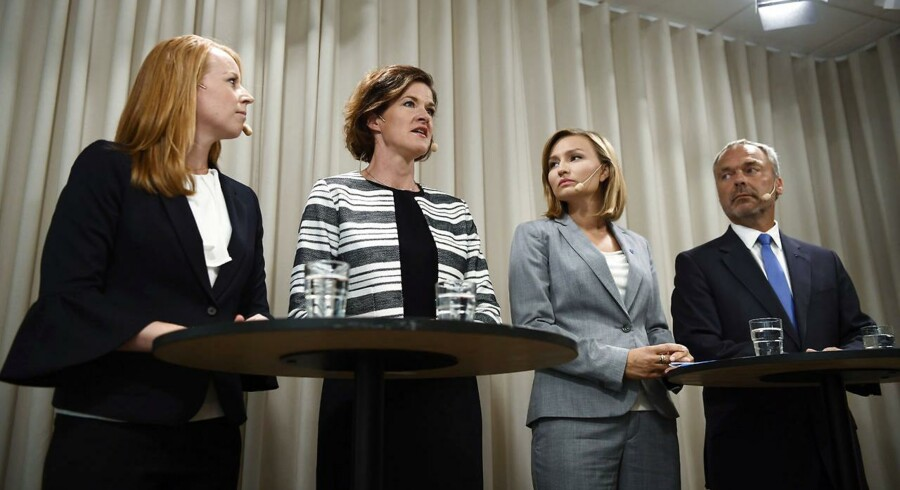 Alliansens partiledere, Annie Lööf (C), Anna Kinberg Batra (M), Ebba Busch Thor (KD) og Jan Björklund (L) til pressemødet, hvor de udtrykker mistillid til tre nuværende svenske ministre.