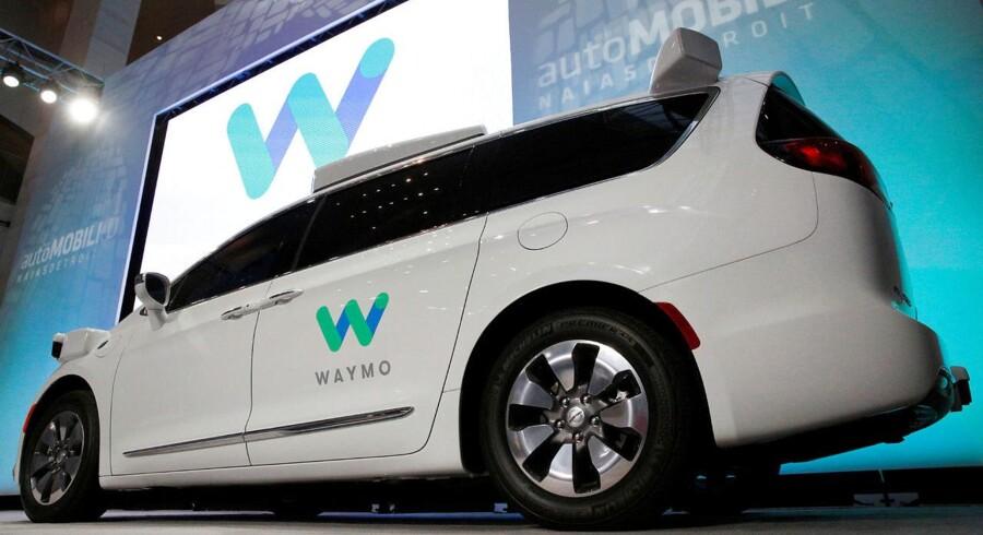 Googles selskab for selvkørende biler, Waymo, har lagt sag an mod en tidligere direktør, som angiveligt tog hemmelige designtegninger med sig, da han fik job hos Uber. Arkivfoto: Brendan McDermid, Reuters/Scanpix