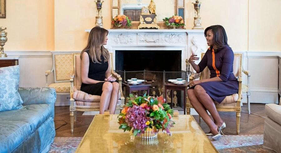 Melania Trump besøgte i sidste uge Michelle Obama i Det Hvide Hus, og når hr. Trump har overtaget hr. Obamas pæsidentstol, er det ikke kun flyttedag for den kommende og den snart forhenværende »first lady«: Tusinder af job skal nybesættes. Foto: Chuck Kennedy/Det Hvide Hus