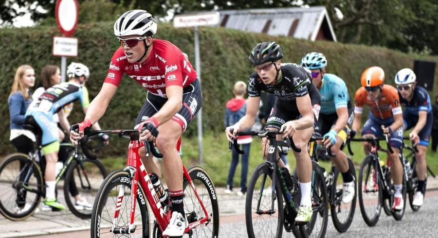Arkivfoto: Mads Pedersen fra Trek-Segafredo i førerposition under et cykelløb i Hadsten 27. juli 2017.