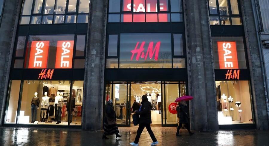 Hennes & Mauritz (H&M) har butikker i 62 lande, her et eksempel fra det centrale Berlin. Foto: Felipe Trueba/EPA