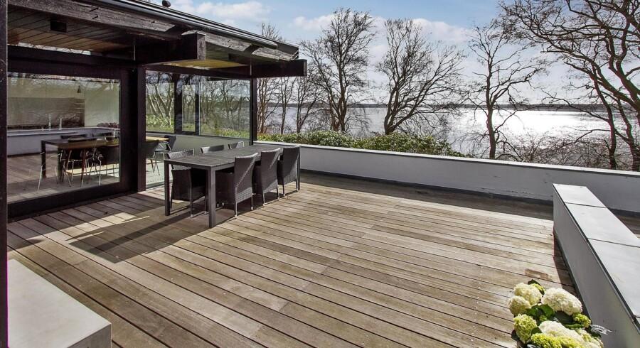 Komikeren Lars Hjortshøj og hans kone Tina Bilsbo har sat deres millionvilla i Farum til salg