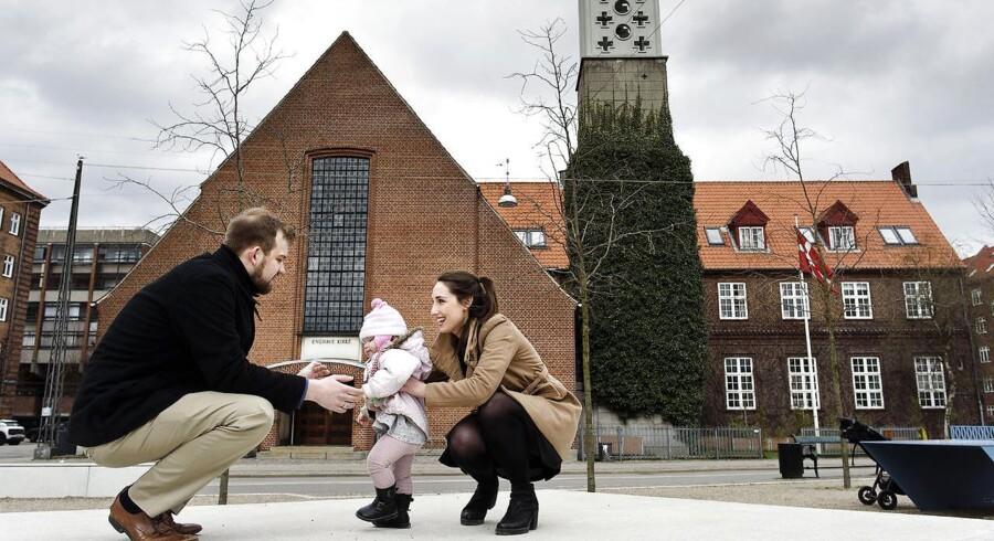 28-årige Simon Lund Christiansen mener, at hans datter Finnley på 17 måneder selv skal have lov til at bestemme, om hun senere i livet vil døbes. Han har Finnley med 25-årige Jenna Mescon, som han bor sammen med på Vesterbro.