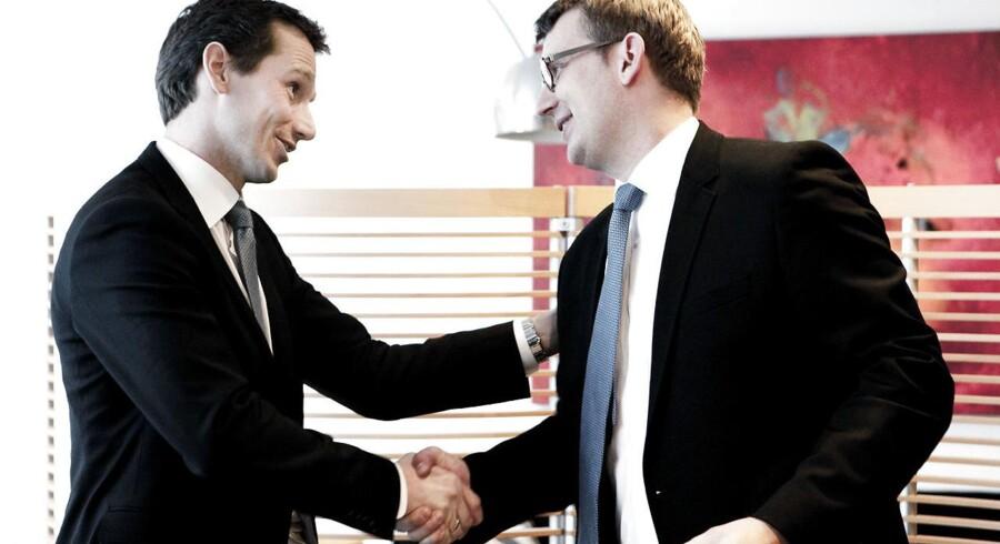 Kristian Jensen da han overdrog Skatteministeriet til Troels Lund Poulsen i 2010. De to har har i mange år haft et mindre godt forhold, men nu slutter Troels Lund op om Venstres næstformand for at sikre ro frem mod valget