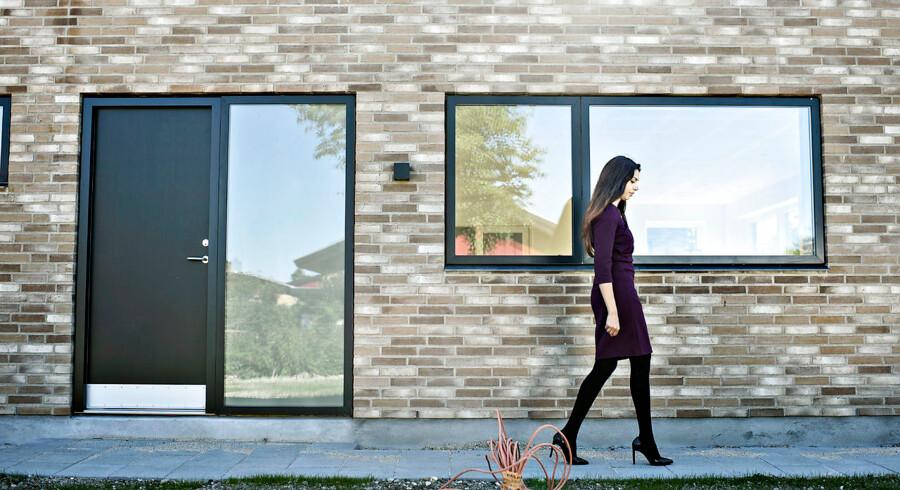 Sonia Khan, seniorøkonom i Realkredit Danmark, anbefaler, at man slår til nu, hvis man skal have et nyt fastforrentet realkreditlån, da der fra september bliver skiftet ud på hylderne - hvilket gør det dyrere at optage samme type lån.