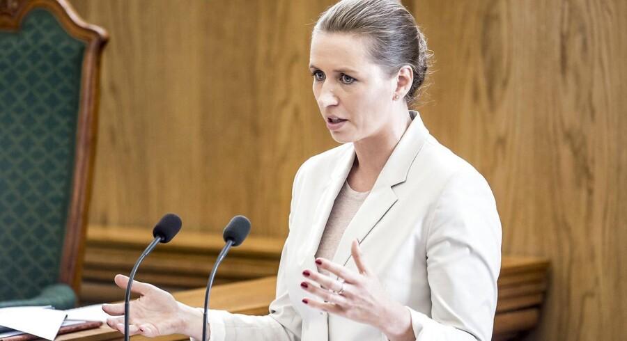 S-formand Mette Frederiksen blev under Folketingets afslutningsdebat udfordret på troværdigheden af sit partis udlændingepolitik. En mulig kommende rød regering bliver uden deltagelse af de Radikale, lyder det nu fra S-formanden.