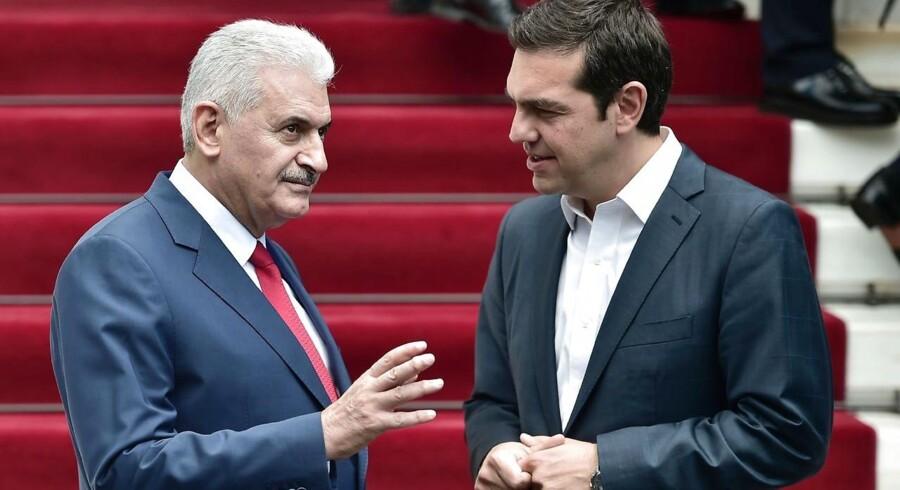 Tyrkiets premierminister, Binali Yildirim (tv.) sammen med Grækenlands premierminister, Alexis Tsipras (th.).
