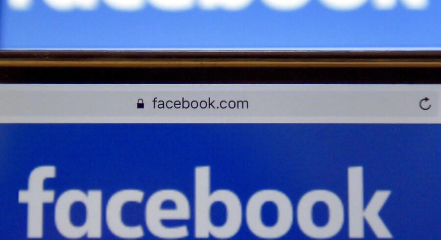 Singler mødes og mingler i Facebook-grupper, der har til formål at skabe et samlingssted for singler. Arkivfoto.