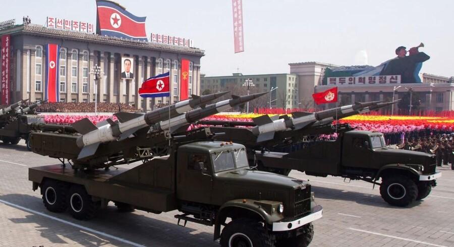 Arkivfoto. Nordkorea har søndag forsøgt at affyre et missil fra landets østkyst nær havnebyen Sinpo, men affyringen menes at være gået galt. AFP PHOTO / FILES / Ed Jones