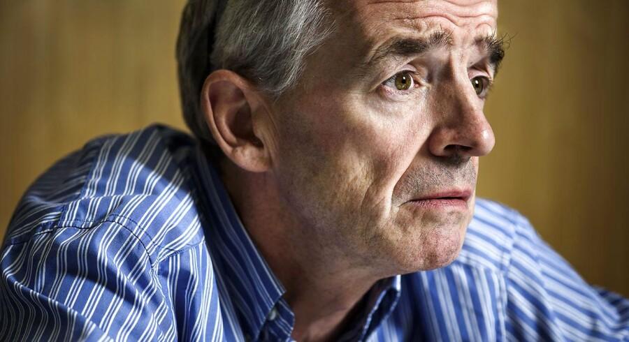 Smilet er stivnet hos den ellers altid frembrusende Ryanair-topchef, Michael O'Leary.