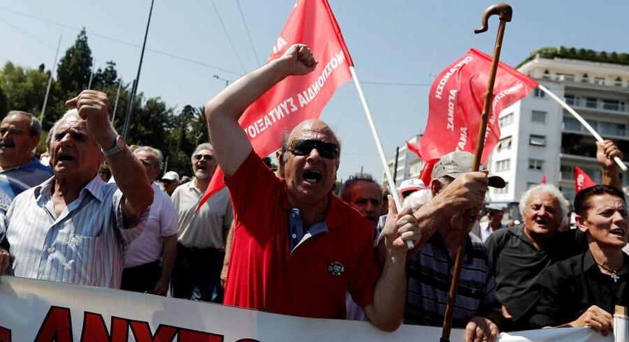 Arkivfoto af græske pensionister, der protesterer mod planlagte nedskæringer i pensionen.