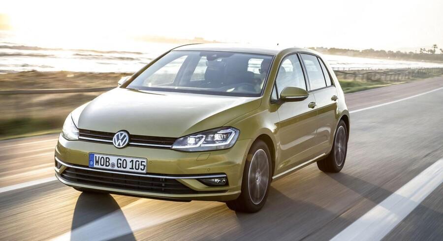 I top i oktober. Volkswagen er bedst sælgende bilmærke i Danmark med en markedsandel på 13,3 procent, og Danmarks bedst sælgende bil i oktober kommer også fra det tyske mærke, nemlig den kompakte Golf