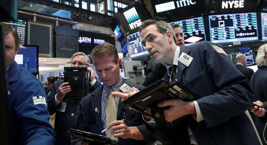 Arkivfoto. De amerikanske aktier lukkede med rekorder mandag, hvor efterspørgslen efter teknologiaktier i kølvandet af det globale cyberangreb sendte Nasdaq-indekset mod nye højder, mens stigende oliepriser hjalp S & P 500-indekset op at ringe med rekordklokken.