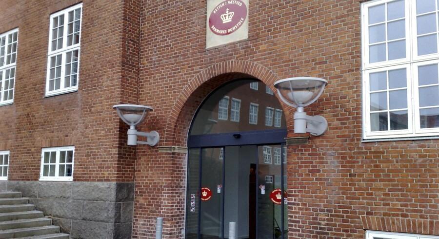 Retten i Næstved behandlede onsdag en sag, hvor en krigsveteran er tiltalt for at have fremsendt 18 bombetrusler 17. oktober sidste år.