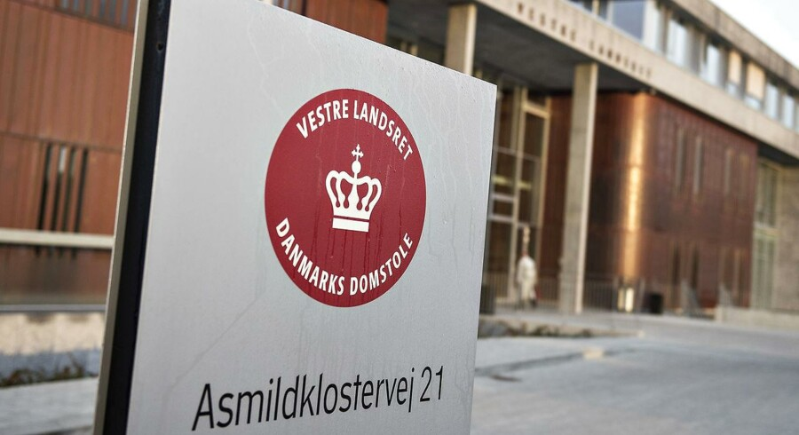 Vestre Landsret har fredag løsladt to håndværkere, som Sydøstjyllands Politi sigter for at have begået seksuelle overgreb på en kollega.