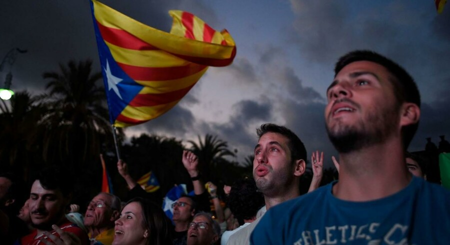 Der var tale om symbolsk handling, da Cataloniens leder underskrev erklæring om uafhængighed, siger talsmand.