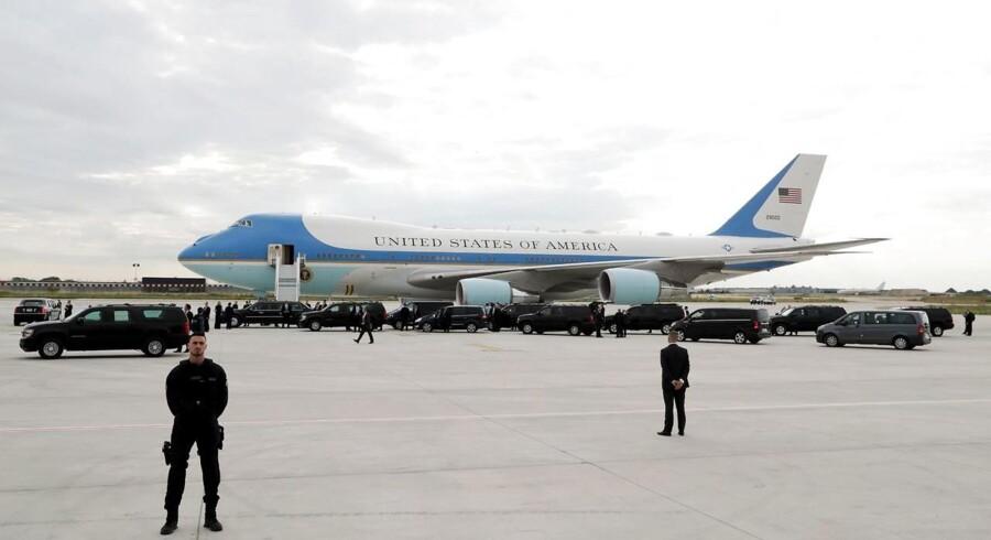 Air Force One er landet i Paris, hvor amerikansk præsident Donald Trump skal mødes med den franske ditto Emmanuel Macron. Præsidenterne er uenige om en hel række emner - blandt andet klima- og handelsaftaler.
