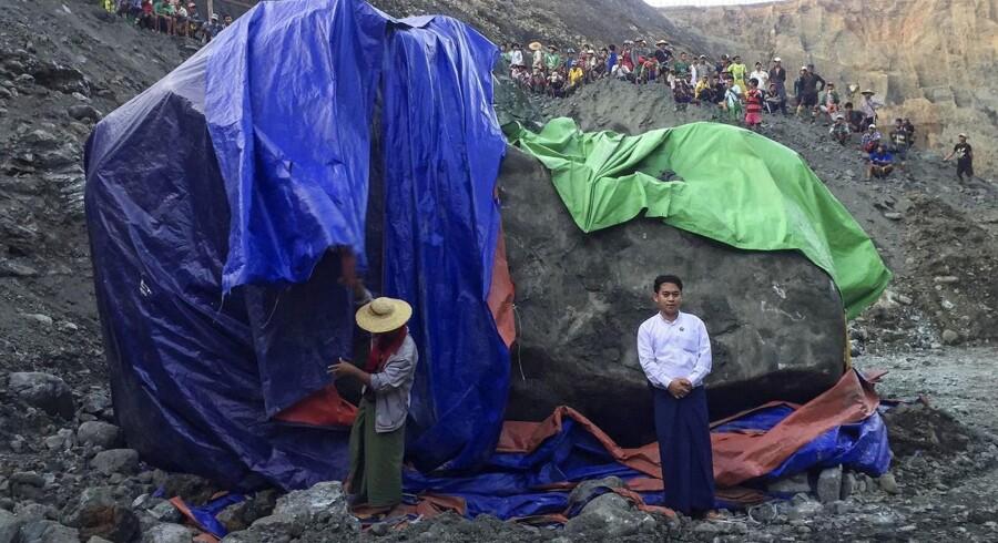 Jadestenen blev fundet i en mine i Phakant i staten Kachin i det nordlige Myanmar. Stenen vejer godt 175 ton.