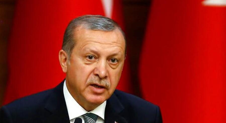 Tyrkere skal senest fra oktober kunne rejse til EU uden visum, hvis det står til deres præsident, Recep Tayyip Erdogan.