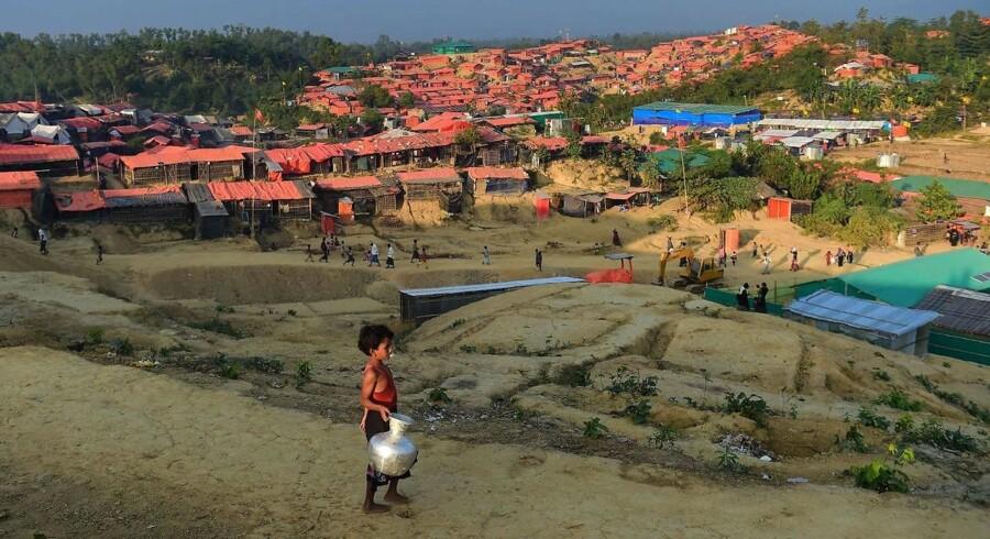Myanmar forbød i december 2017 FN-rapportør Yanghee Lee at besøge rohingya-mindretal. Indrejseforbuddet blev af FN-rapportøren tolket som et tegn på, at forfærdelige ting fandt sted i den muslimske provins. Myanmar forbyder FN-rapportør Yanghee Lee, at besøge rohingya-mindretal. Indrejseforbud kan kun tolkes som, at der sker noget forfærdeligt i muslimsk provins, siger FN-rapportør.. Det skriver Ritzau, onsdag den 20. december 2017. (Foto: MUNIR UZ ZAMAN/Scanpix 2017)