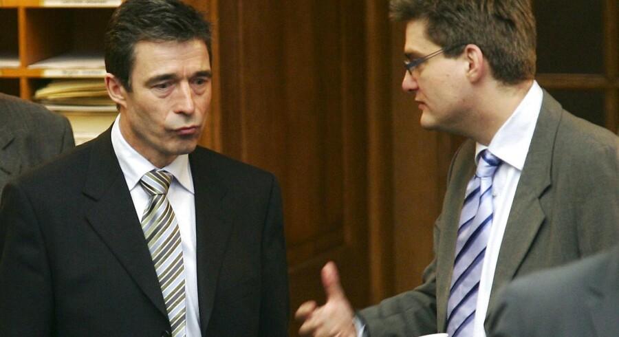 Anders Fogh Rasmussen og Søren Pind har ikke altid været enige om tingene. Her ses de i forbindelse med en debat i folketingssalen om EU-centralisering. Foto. Scanpix