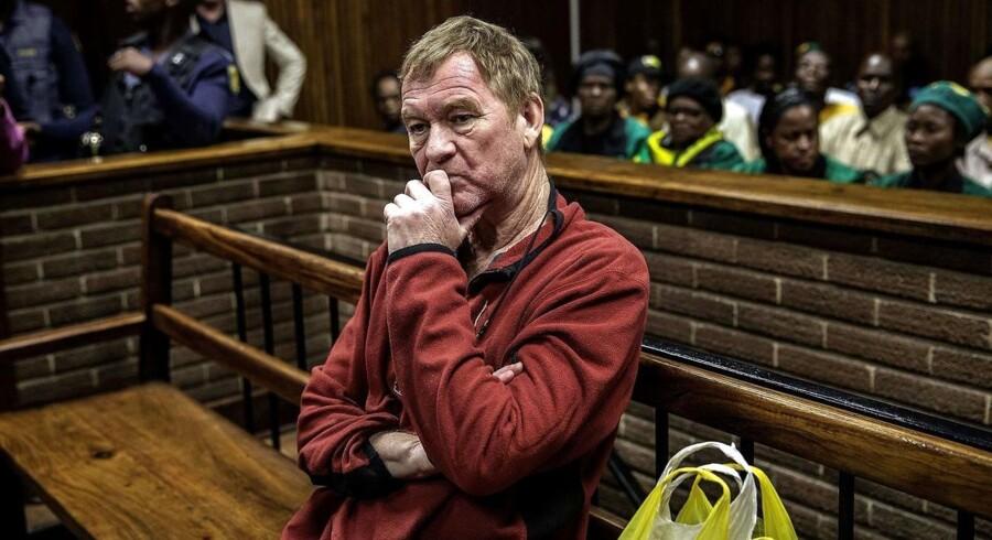 (ARKIV)) Sagen mod danske Peter Frederiksen er tirsdag blevet genoptaget ved en domstol i Bloemfontein i Sydafrika. I november blev han kendt skyldig i medvirken til drab på sin ekskone, voldtægt af en lille pige og bedrageri. Frederiksen er desuden skyldig i produktion og distribution af børneporno. Sagen blev udskudt, da danskeren ville mentalundersøges. Den undersøgelse fremlægges tirsdag. Det skriver Ritzau, tirsdag den 13. marts 2018.. (Foto: GIANLUIGI GUERCIA/Scanpix 2018)