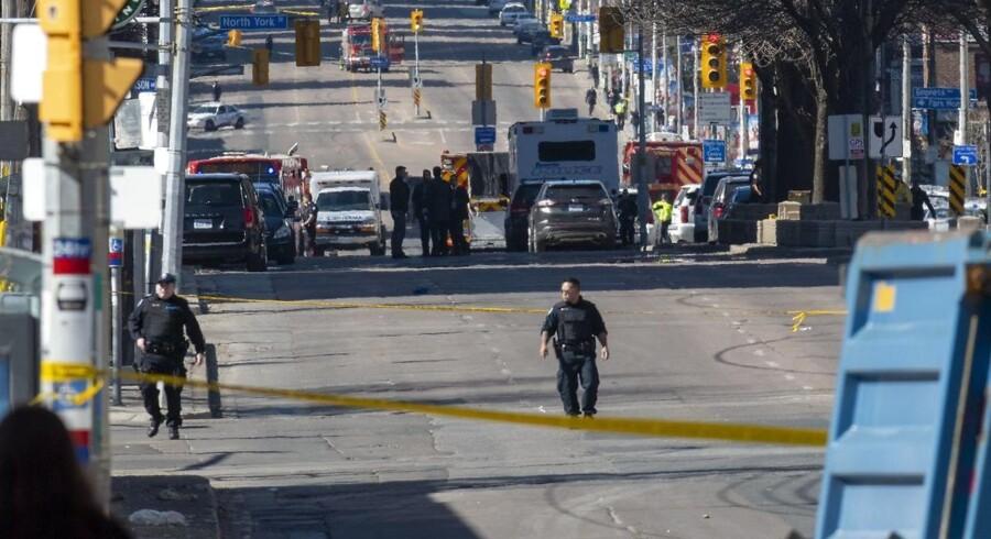 """Den formodede gerningsmand pegede en pistollignende genstand mod betjenten og råbte: """"dræb mig"""". EPA/WARREN TODA"""