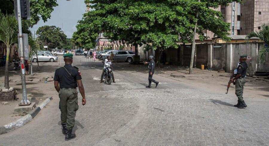 Drabene skete 5. april i familiens hjem i Nigerias hovedstad, Lagos, og den 53-årige blev kort efter fundet af ligene anholdt.