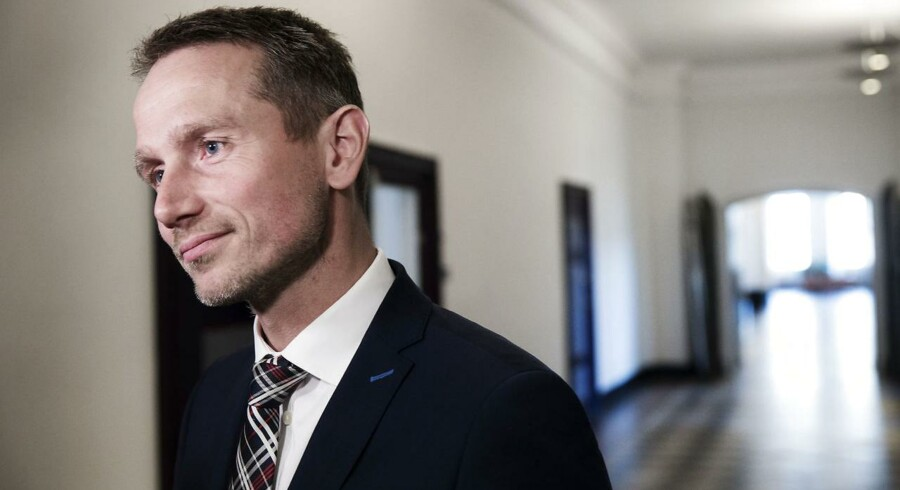 Kristian Jensen på vej til forhandlinger med Dansk Folkeparti