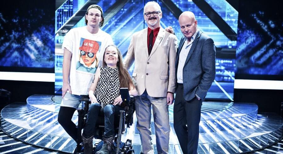 Er X-Factor egentlig public service? Her X-Factor pressemøde fotograferet i DR Byen onsdag den 17. februar 2016. Medvirkende er vært Sofie Linde og dommerne Mette Lindberg, Remee og Thomas Blachman. På billedet er Thomas Blachman med sine sangere fra venstre: Jacob Bering, Sarah og Andrew.