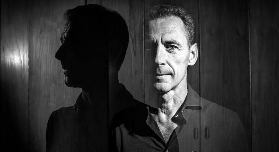 »Manden der søgte sin skygge« af David Lagercrantz er en middelgod spændingsroman, mener Berlingskes anmelder Merete Reinholdt.