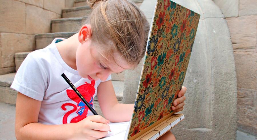 Her er et gratis tilbud for de lidt større tegneserie-interesserede børn. Kom med, når filminstruktør Kim Hagen Jensen holder foredrag om, hvad det vil sige at arbejde med animation og tegneserier. Det er der nemlig rigtig mange børn, der drømmer om. Måske har du selv et barn, der elsker at tegne. Så vil dette foredrag måske kunne sætte lidt gang i drømmene. Foredraget foregår den 22. oktober kl. 14-17 på Frederiksberg Bibliotek. Læs mere: Fkb.dk/arrangementer