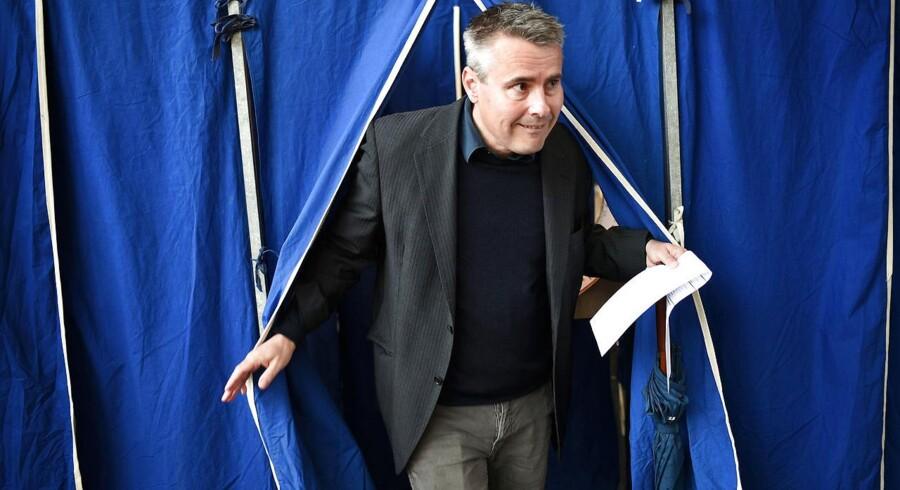 Henrik Sass Larsen afgiver sin stemme til folketingsvalget på Nyboder Skole i København torsdag d. 18 juni 2015