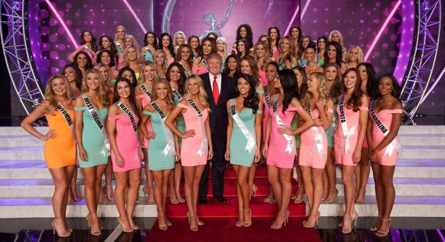 Donald Trump i sit es – her som midtpunkt under Miss Universe-konkurrencen, der blev afholdt i Las Vegas 2013. Foto: Patrick Prather