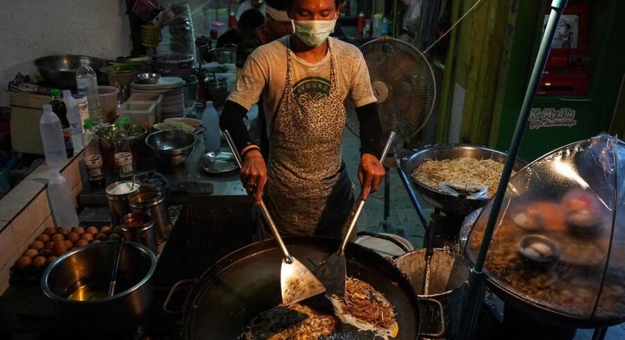 Også her i Bangkok-bydelen Phrakanong vil madboder på gaden være forbudt fremover. Den thailandske hovedstad er ellers bertømt for sin lækre street food.